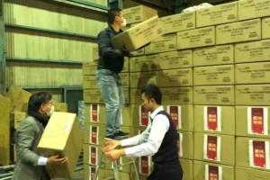 【一线直击】32万个口罩从海外空运到福州在祖国需求时这群福建人闷声干了件大事